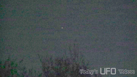 Orange Orb UFO Over Wilmington,NC12/12/13 10:00pm Wilmington,NC